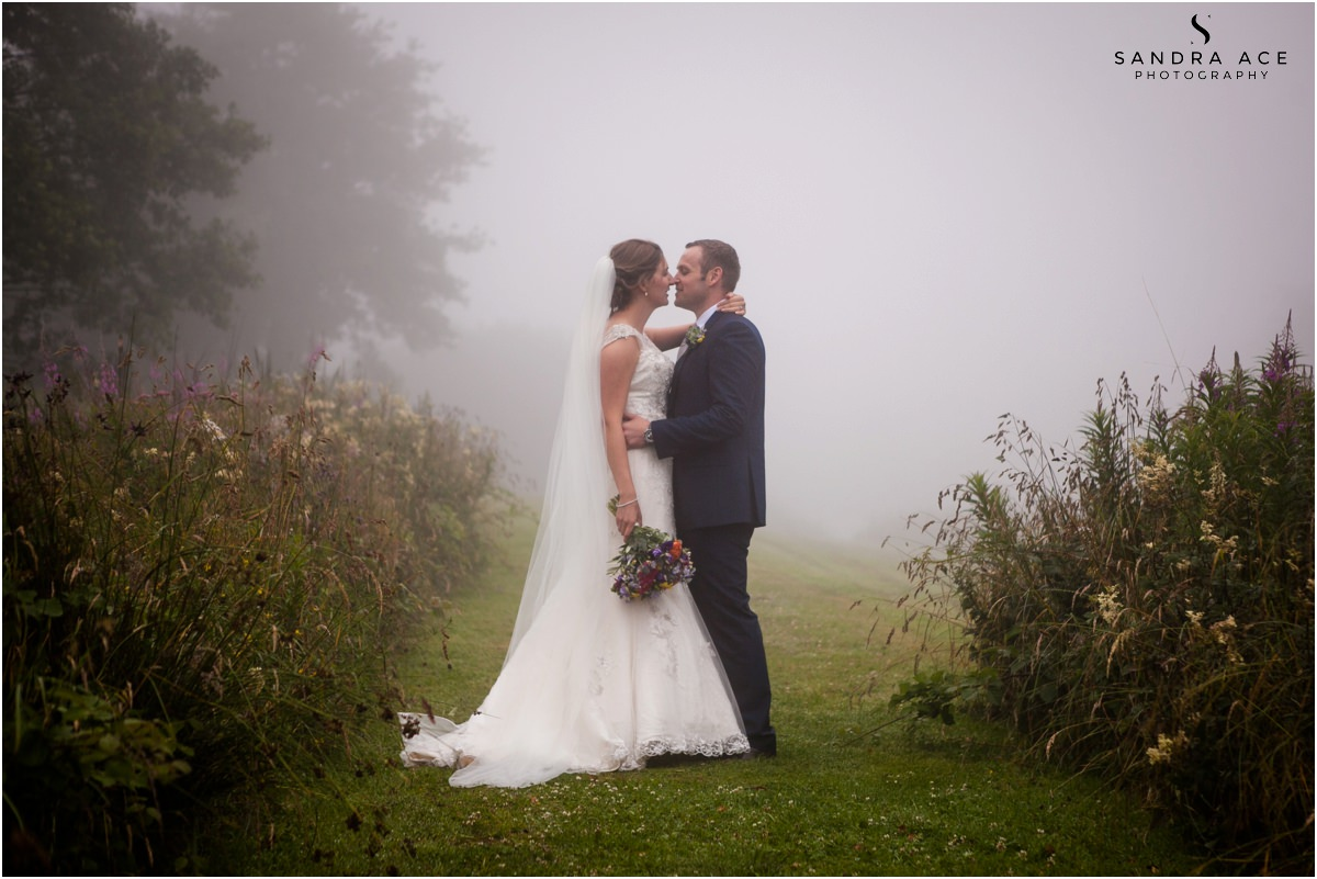 bride and groom at sylen lakes