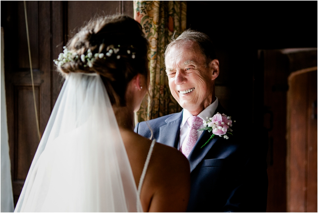 dads first look at bride